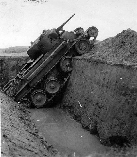 БТ-7 - лёгкий колесно-гусеничный танк 7v1cn