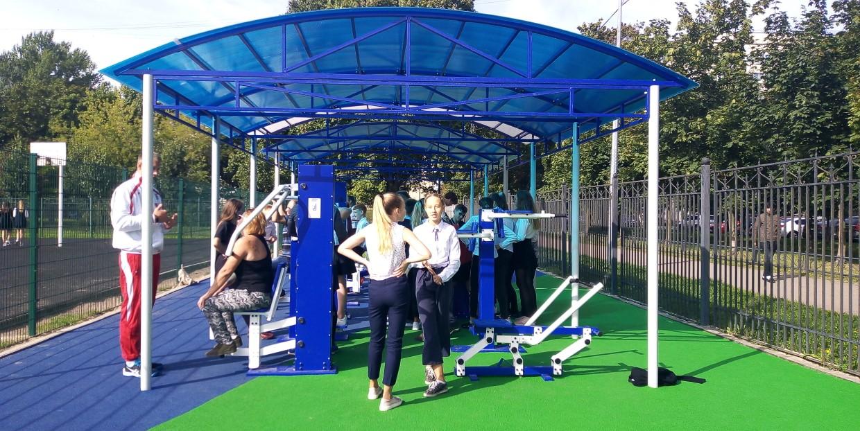Две школы на Васильевском острове получили новые спортивные площадки